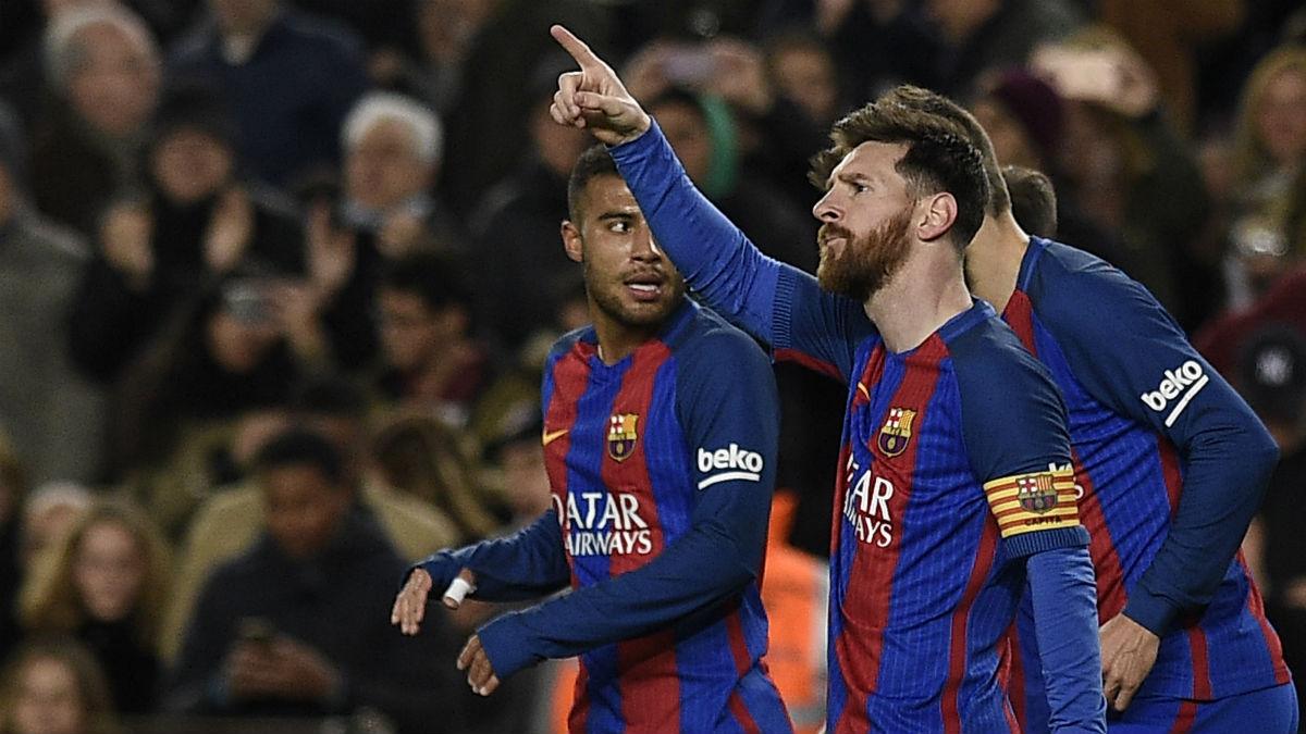 Leo Messi celebra uno de los goles de la noche. (EFE)