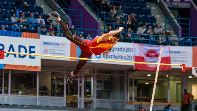 Jorge Ureña aseguró su medalla de plata en la pértiga.