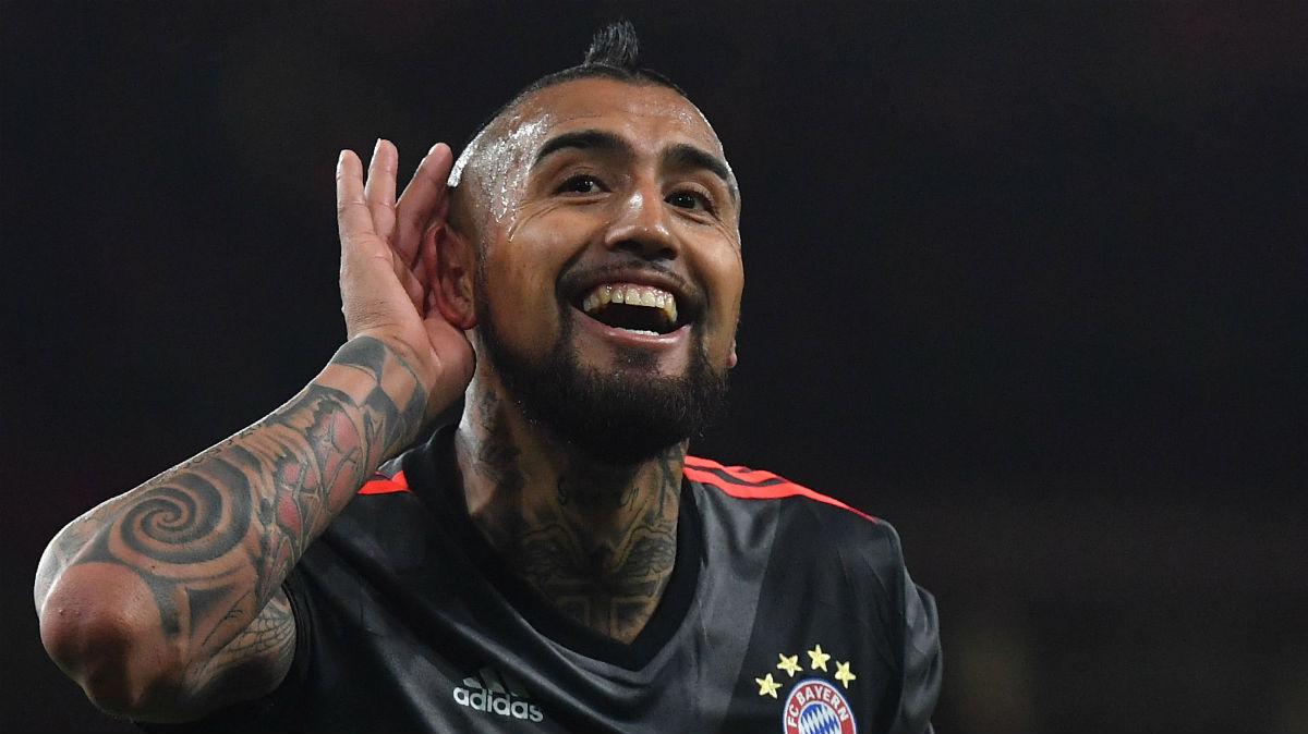 Arturo Vidal celebra uno de sus goles ante el Arsenal. (AFP)