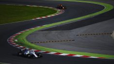 Felipe Massa, perseguido por Daniel Ricciardo en los test de Barcelona (Getty)