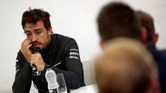 Fernando Alonso contestando a las preguntas en rueda de prensa