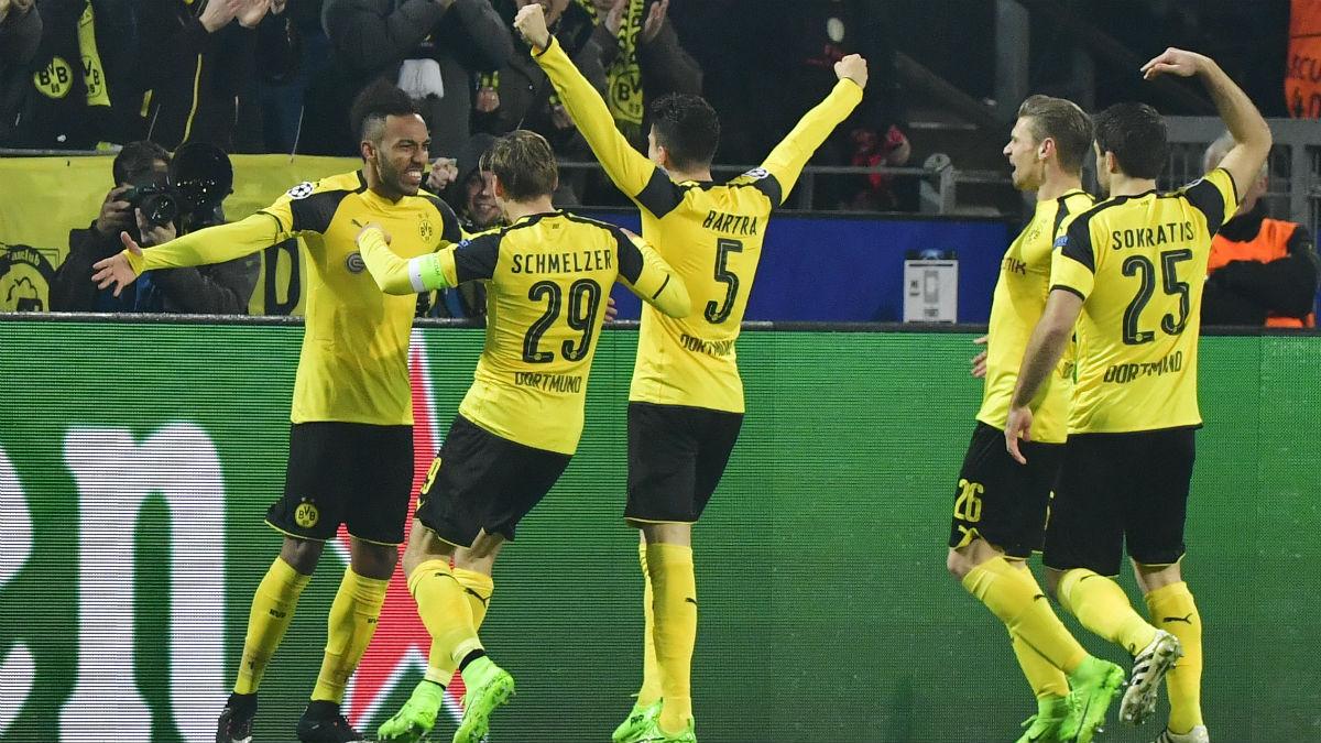 El Borussia Dortmund celebra uno de sus goles ante el Benfica. (AFP)
