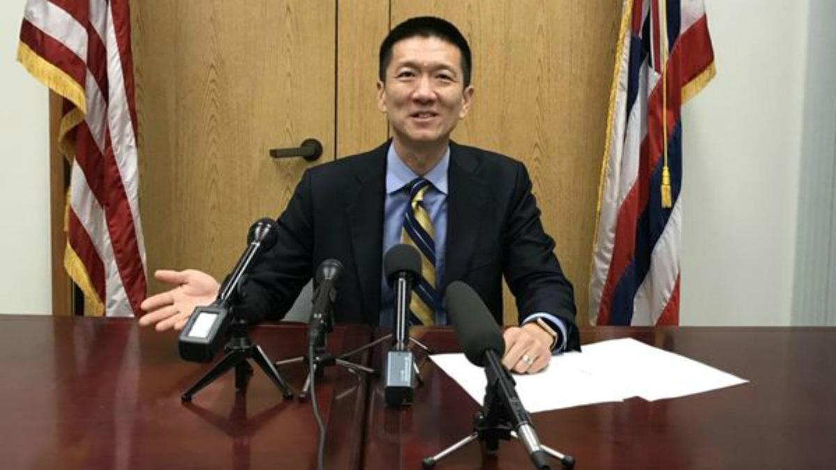 El fiscal general y secretario de Justicia de Hawai, Douglas Chin.