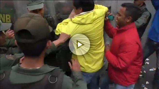 venezuela-agresion-opositor-paparoni