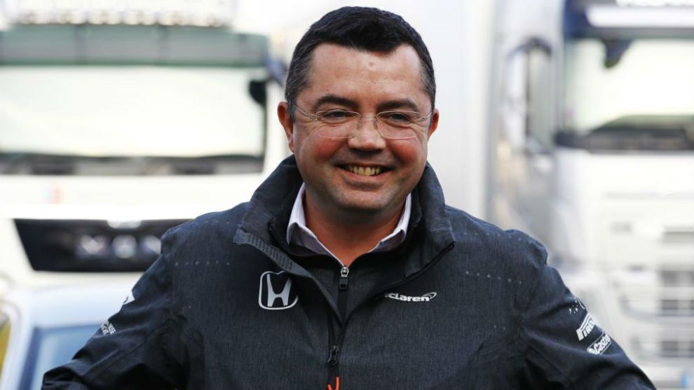 Boullier sonríe durante los test en Barcelona (Getty)