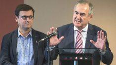 El secretario general del PSOE en Murcia Rafael González Tovar (d), acompañado por el diputado autonómico Emilio IVars (i) (Foto: Efe)