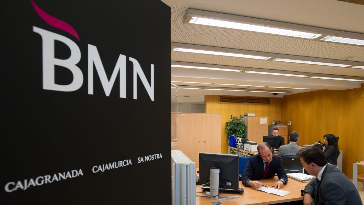 bmn emula a bankia y obliga a sus empleados a formarse