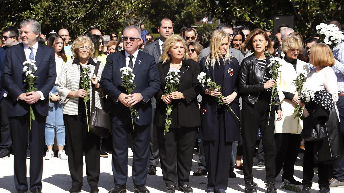 Cospedal y otras autoridades en el homenaje a las víctimas del 11M (Foto: Efe).