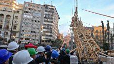 Fallas 2017 Plantá a pulso de la Falla del Ayuntamiento de Valencia (Foto:Instagram)