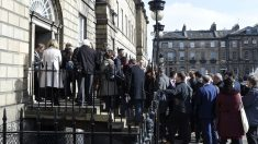 La prensa se aglomera ante un discurso de Nicola Sturgeon (Foto: AFP)