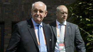 Senes Erzik como cargo de la UEFA. (AFP)