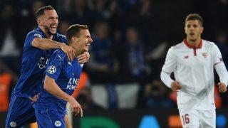 Albrighton y Drinkwater celebran el segundo gol del Leicester.