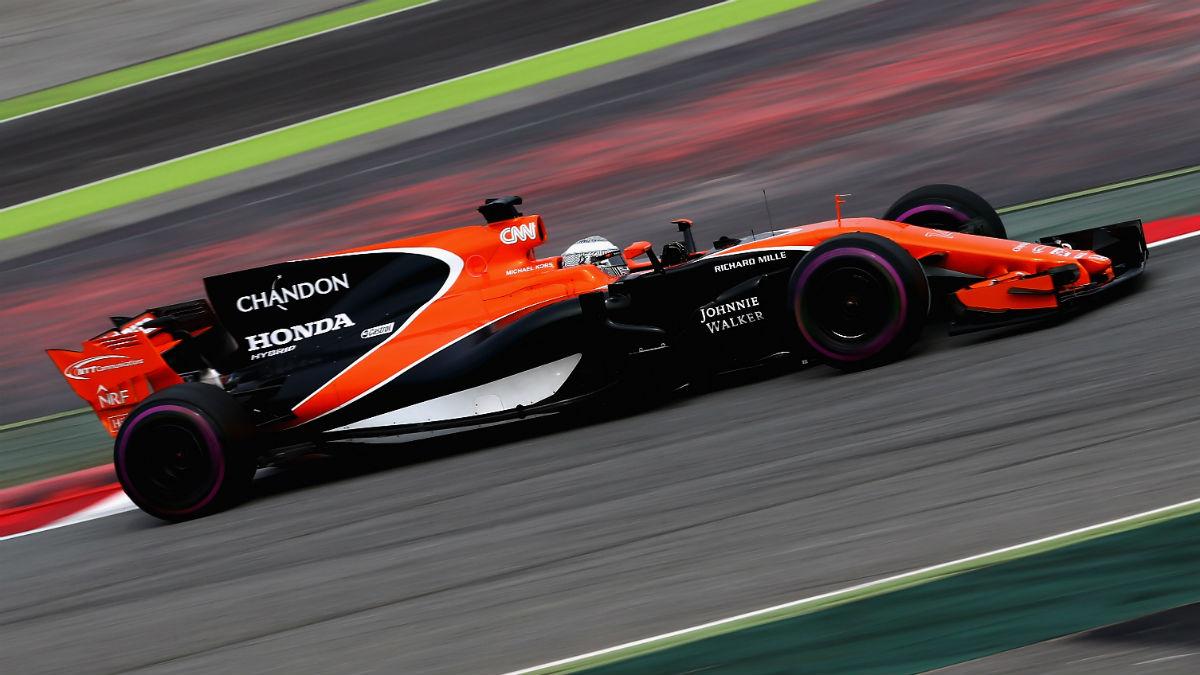 El motor Honda del nuevo McLaren de Fernando Alonso tiene un déficit superior a los 100 CV de potencia respecto a los mejores propulsores. (Getty)