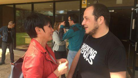Maddalen Iriarte con el exdiputado de la CUP David Fernández.
