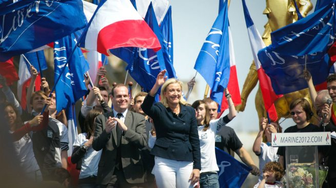 Las Bolsas y el euro sufrirán si triunfan los extremismos de Le Pen o Mélenchon en Francia