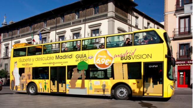 Carmena abre un expediente sancionador a los buses turísticos amarillos por ser ilegales