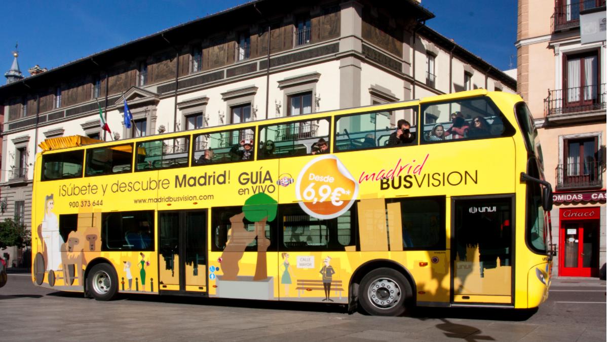 Autobuses amarillos a los que se ha abierto expediente sancionador. (Foto: BV)