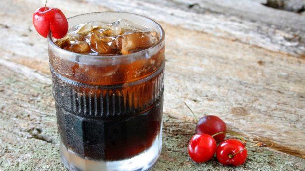 Gelatina de Coca Cola y cerezas