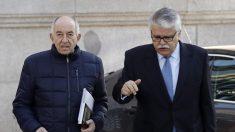 El exgobernador del Banco de España Miguel Ángel Fernández Ordóñez llega a la Audiencia Nacional. (Foto: EFE)