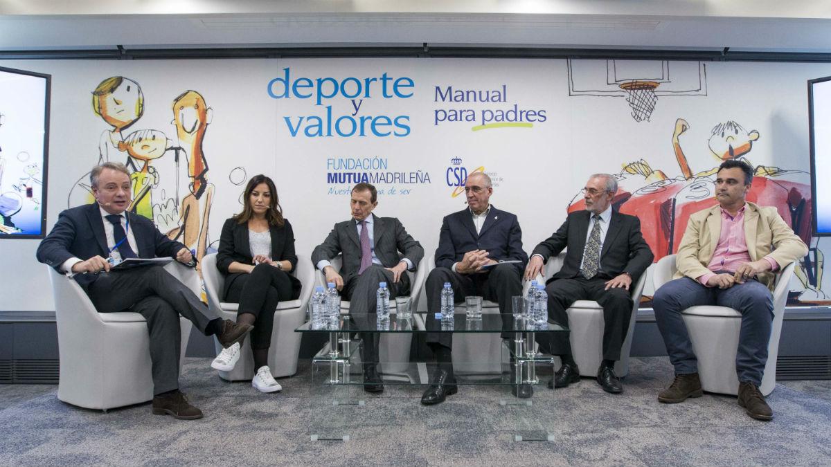 De izda. a dcha. están situados: Lorenzo Cooklin, Eli Pinedo, Emilio Butragueño, Rafael Rullán, Horacio Gaggioli y Alberto Berasategui.
