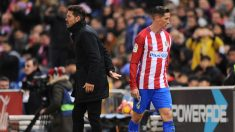 Fernando Torres es sustituido por el Cholo Simeone ante el Betis