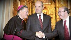 El obispo emérito de Cádiz, Antonio Ceballos, junto a Manuel Chaves y Gaspar Zarrías.
