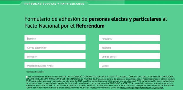 Puigdemont recoge firmas para el referéndum en una web que permite crear miles de perfiles falsos