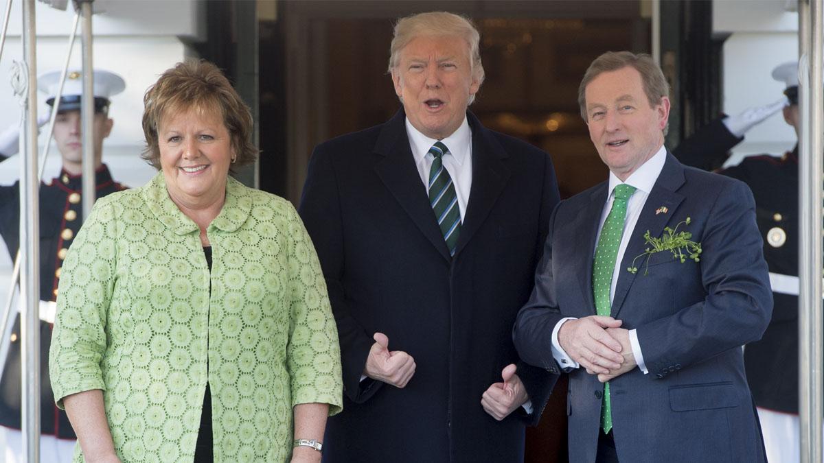 El primer ministro irlandés, Enda Kenny, junto a Donald Trump. (Foto: AFP)