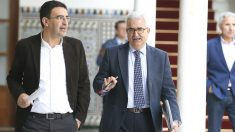 Mario Jiménez (i), junto al vicepresidente de la Junta, Manuel Jímenez Barrios (Foto: Efe)