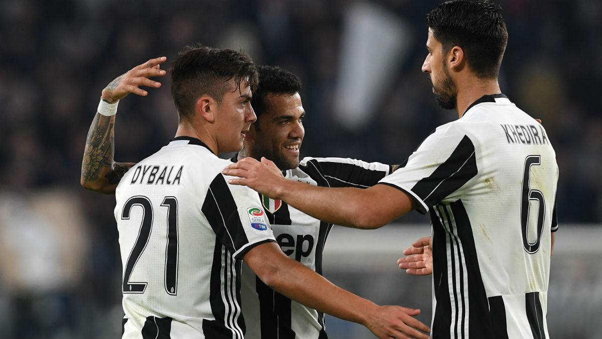 Jugadores de la Juve celebran un gol.