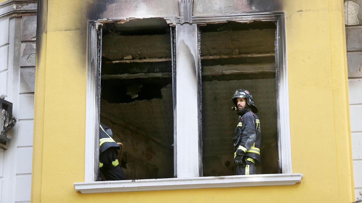 Bomberos en un incendio (Foto: Efe).