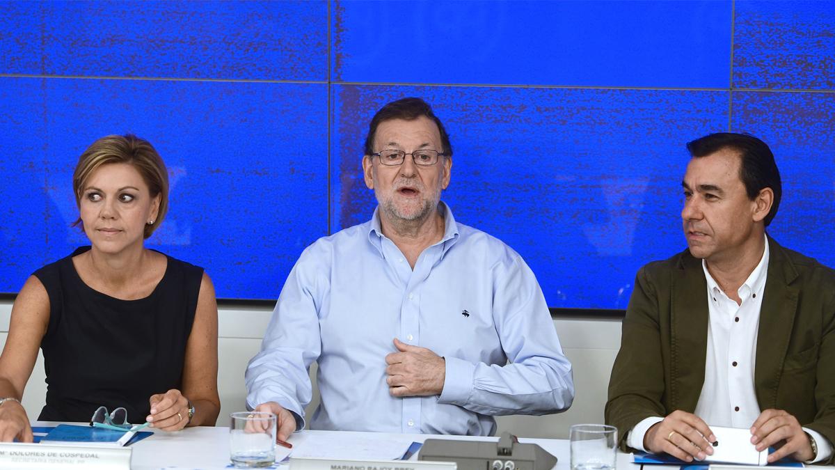 María Dolores de Cospedal, Mariano Rajoy y Fernando Martínez-Maillo. (Foto: EFE)
