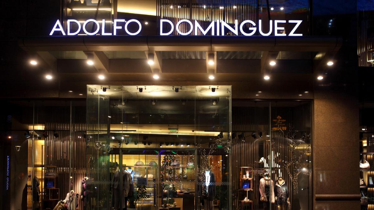 Tienda de Adolfo Domínguez (Foto. Facebook)