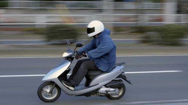 Le ponen una multa por ir sin casco y acaba multado por falta de respeto a la autoridad