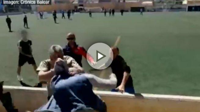 Lamentable batalla campal entre padres en un partido de fútbol de infantiles