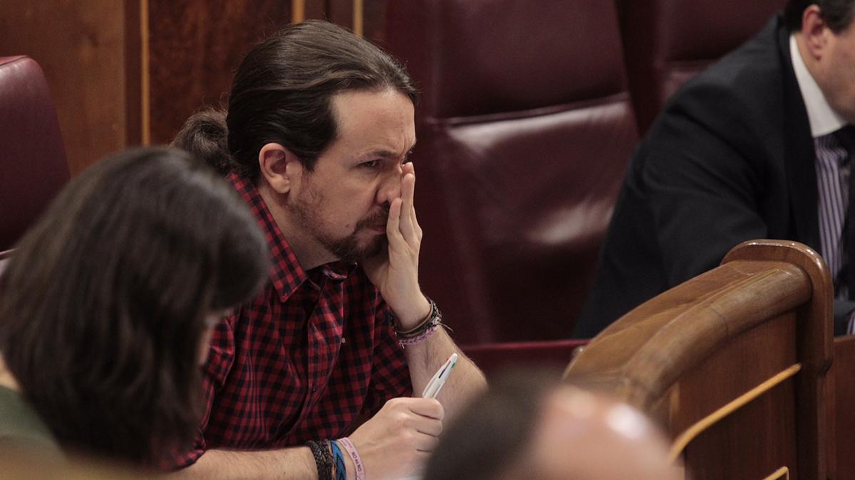 Pablo Iglesias pensativo en el Congreso de los Diputados (Foto: Francisco Toledo)