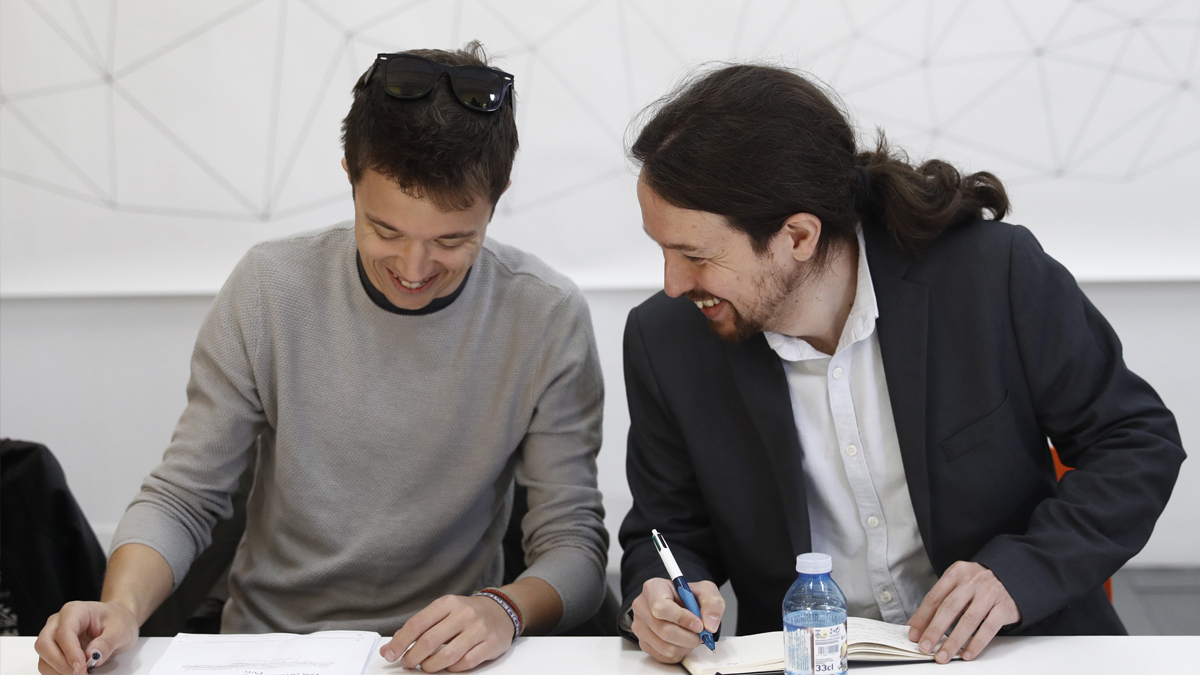 Íñigo Errejón y Pablo Iglesias. (Foto: EFE)