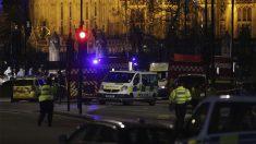 Policía en torno a la abadía de Westminster en Londres (Foto: AFP)