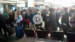 Imagen de las aglomeraciones que se están produciendo en la estación de Atocha.