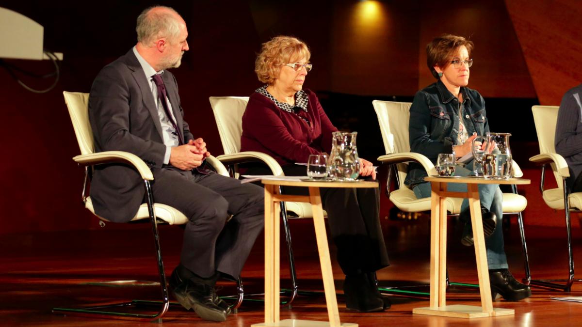 Luis Cueto, coordinador de Alcaldía; Manuela Carmena, alcaldesa y Puri Causapié, portavoz del PSOE en la capital. (Foto: Madrid)