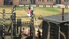 Las 14 personas desnudas encadenadas en Auschwitz.