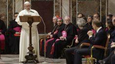El Papa se reúne con los jefes de Estado y de Gobierno de la Unión Europea, recibidos en una histórica audiencia privada en la Ciudad del Vaticano, que precede a las celebraciones del 60 aniversario del Tratado de Roma (Foto:AFP)