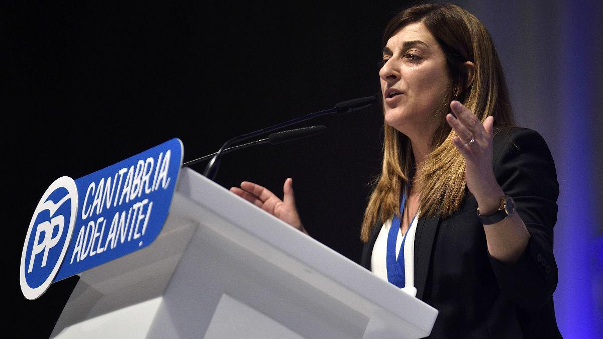 María José Sáenz de Buruaga durante el Congreso del PP de Cantabria (Foto: Efe).