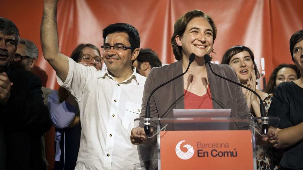 Gerardo Pisarello junto a Ada Colau.
