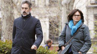 Marta Pujol junto a su abogado el día en que declaró ante el juez De la Mata. (Foto: EFE)