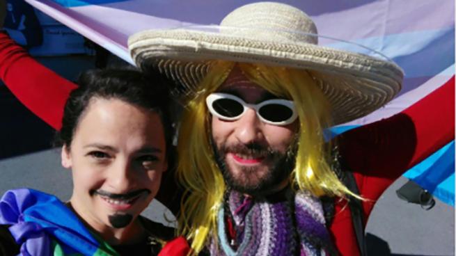 Teresa Rodríguez enfada a los 'trans' enviando personas disfrazadas contra el autobús de Hazte Oír