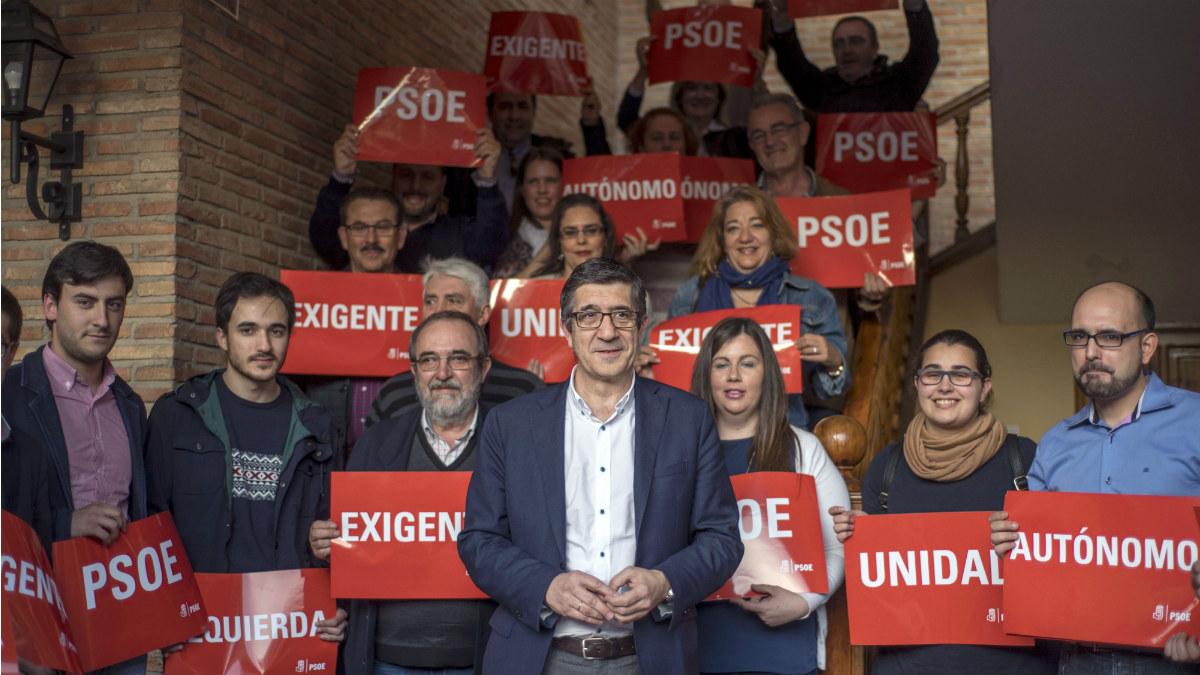 Patxi López, en un acto con militantes en Sonseca, Toledo. (EFE)