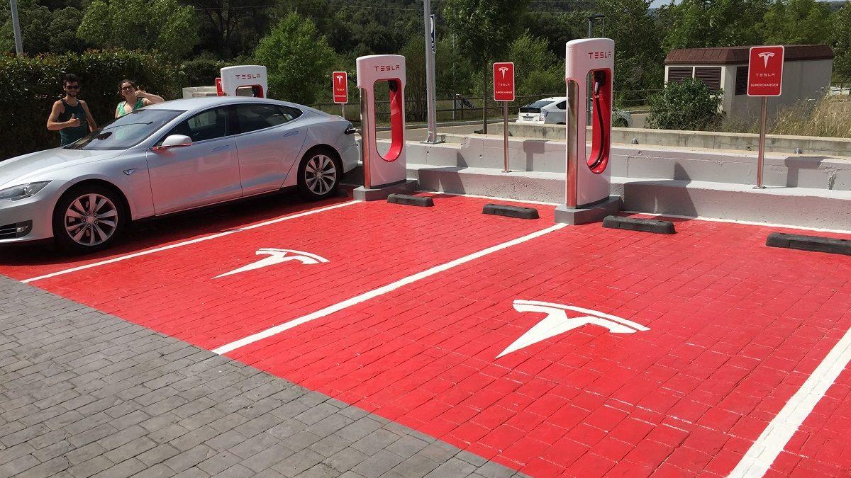 Punto de recarga de Tesla en España (Foto: Tesla)