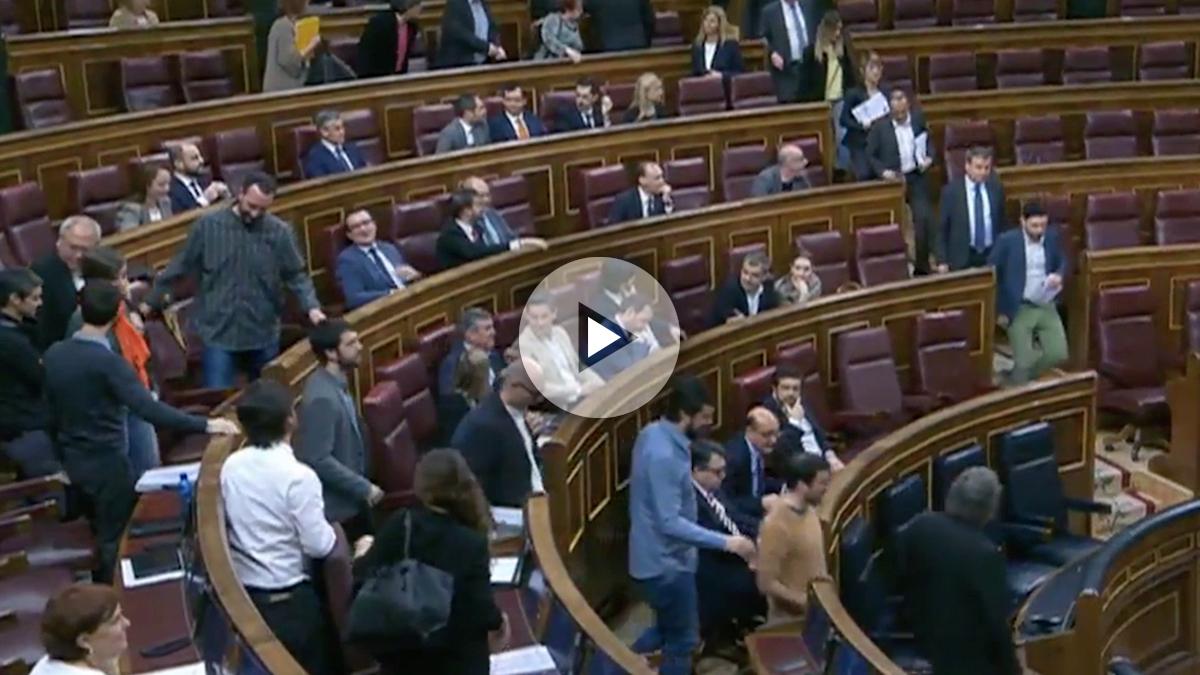 Los diputados de PDeCAT, Podemos y ERC abandonan el Pleno en defensa del condenado Homs