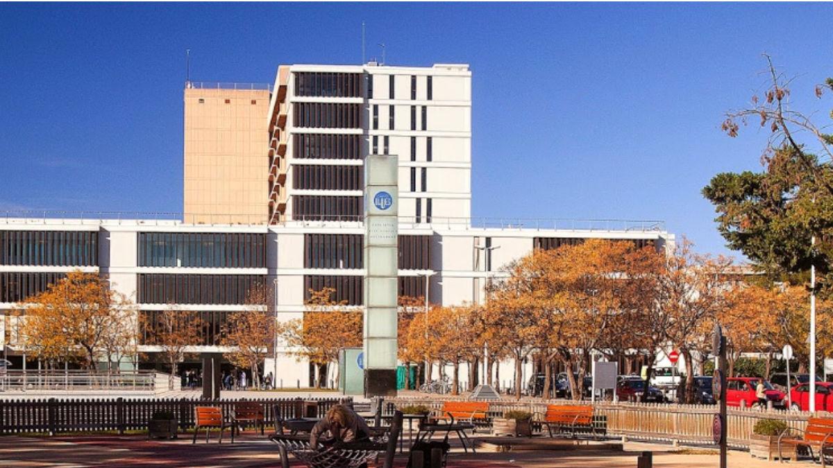 Hospital Parc Taulí de Sabadell, donde fue derivada la menor por un cuadro de meningitis.